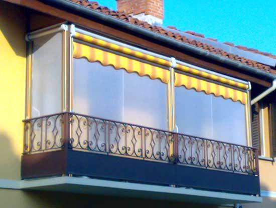 Balcone verandato a Bergamo. Infissi per verande utilizzati a pannelli di vetro