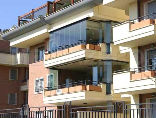 Balcone verandato a Pavia. Infissi per verande utilizzati a pannelli di vetro