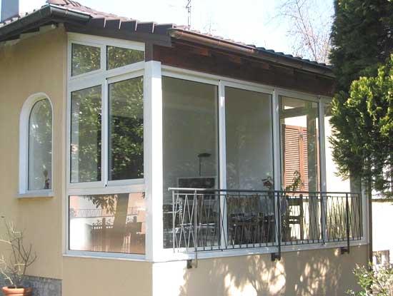 Balcone verandato a Varese. Infissi per verande utilizzati in vetro e PVC