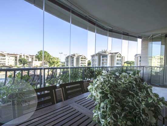 Copertura completa di un terrazzo di una villa a Bergamo con vetri panoramici