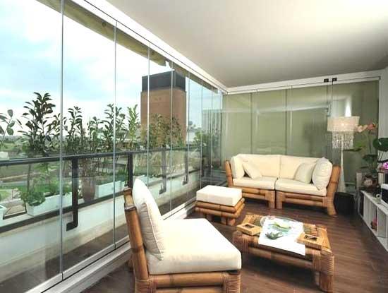 Copertura completa di un terrazzo di una villa a Lecco sistema tuttovetro