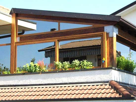 Copertura completa di un terrazzo di una villa a Monza