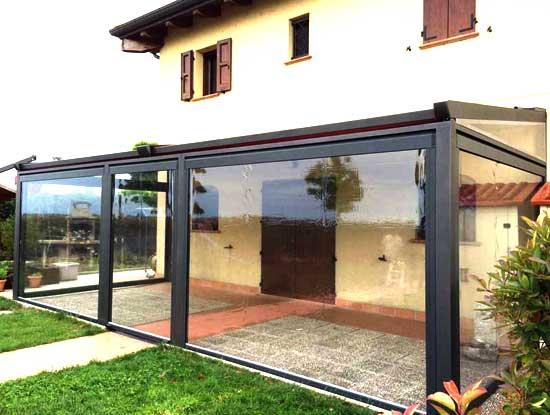 Pergola ingresso casa indipendente a Bergamo chiusa con vetrate in PVC