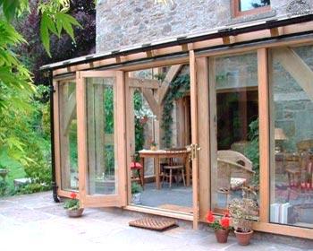 Veranda esterna in legno casale provincia di Milano