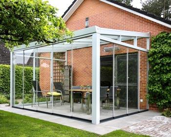 Veranda in PVC e vetro fronte giardino
