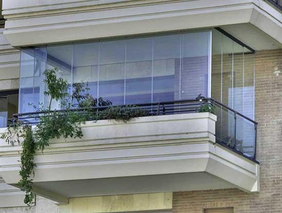 Copertura completa di un terrazzo in un appartamento a Torino