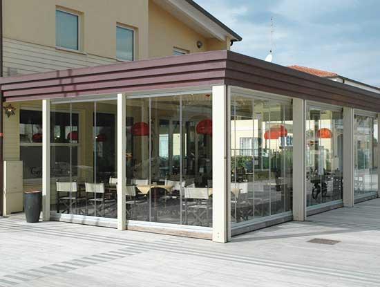 Veranda  in un bar della provincia di Monza