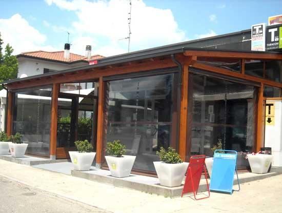 Veranda  in un bar della provincia di Varese