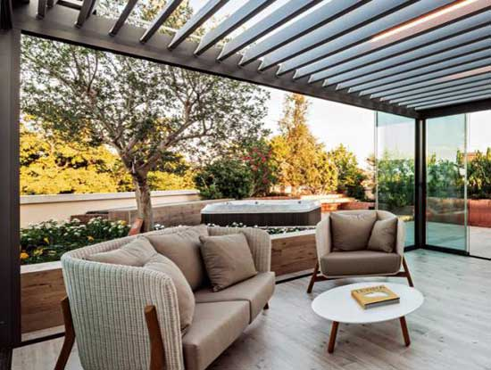 Veranda esterna appartamento indipendente Lecco adiacente giardino in stile moderno