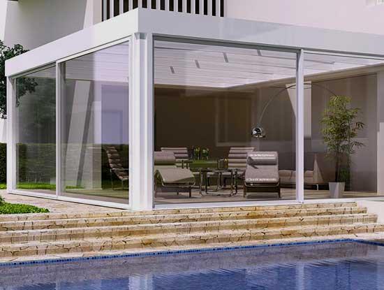 Veranda esterna appartamento indipendente Bergamo adiacente piscina in stile moderno
