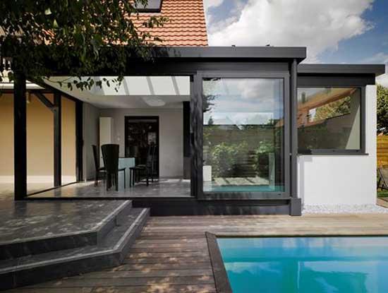 Veranda esterna appartamento indipendente Monza adiacente piscina in stile moderno