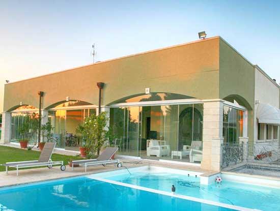 Veranda esterna appartamento indipendente Varese adiacente piscina in stile moderno