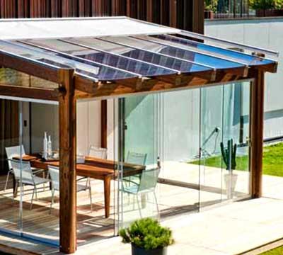 Progetto di una veranda moderna in legno a Sondrio
