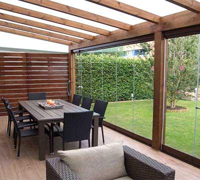 Progetto di una veranda moderna in legno a Bergamo