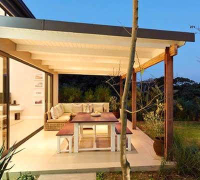 Progetto di una veranda moderna in legno a Lecco