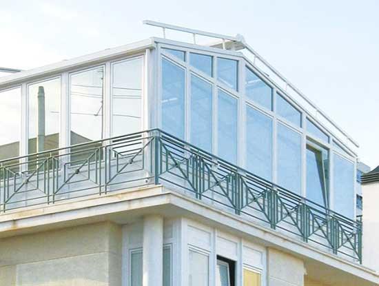 Veranda terrazzo a Pavia con struttura in alluminio