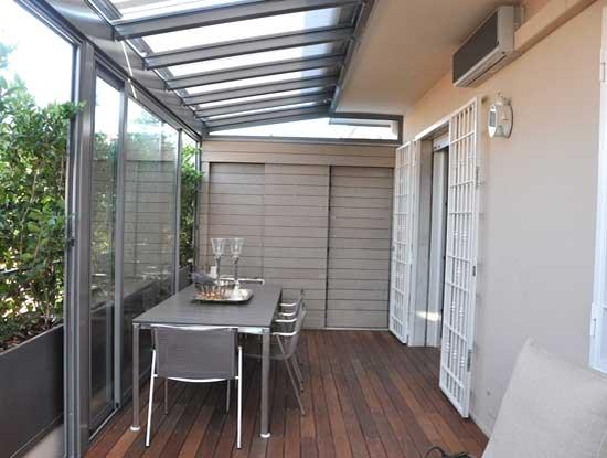 Veranda terrazzo a Varese con struttura in alluminio adibita a stanza da pranzo